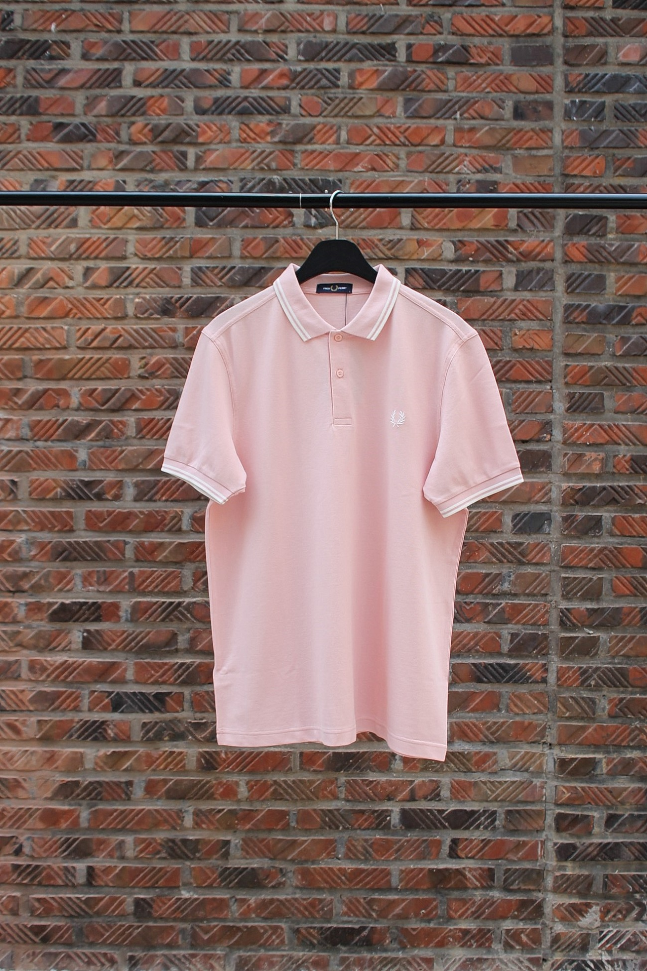 [FRED PERRY] Twin Tipped Fred Perry Shirt - Silver Pink / Snow White