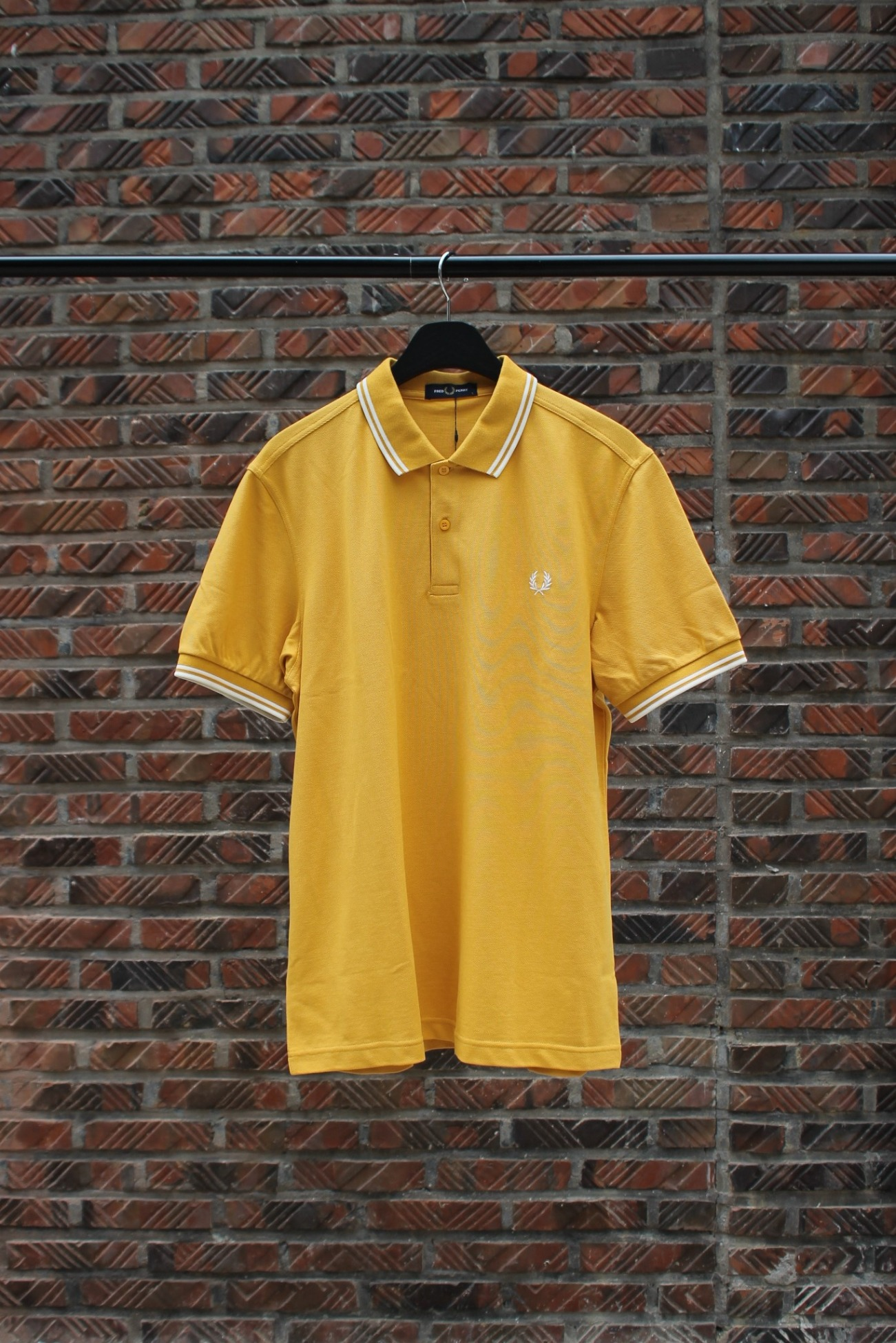 [FRED PERRY] Twin Tipped Fred Perry Shirt - Gold / Snow White